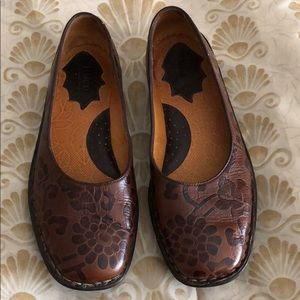 Born brown floral leather flats 7.5/38.5